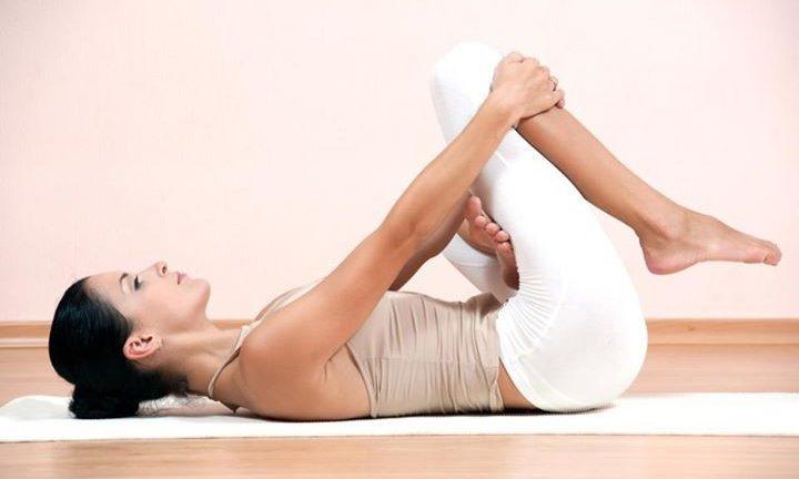 травмобезопасность коленей при занятиях йогой