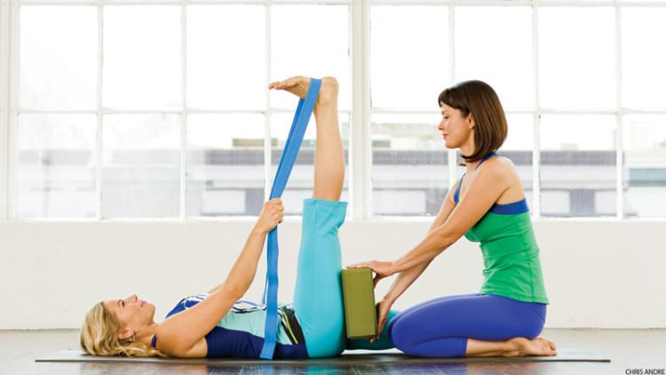 йога в студии как избежать травм