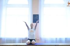 Скручивание в Вирасане МК «30 асан для домашней практики». Йога Айенгара в Днепре